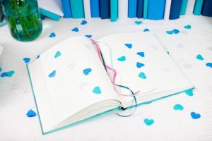 03-heart-confetti-book-shoot